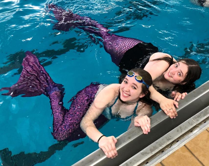 2 mermaids in the h20